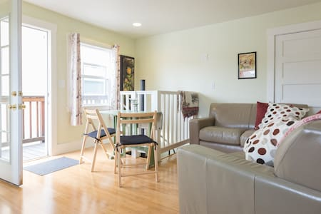 Grand Lake Area Apt With Parking - Oakland - Apartment