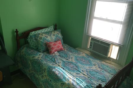 Private twin bed, shared bath F3 - Philadelphia - House