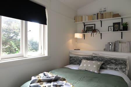 Peaceful, beachside apartment! - North Bondi - Apartment
