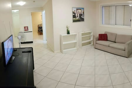 Spacious One Bedroom Apartment - Fortitude Valley - Appartement