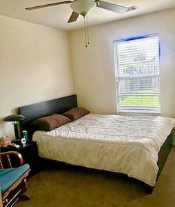 Well located, Comfy and Clean Room - House