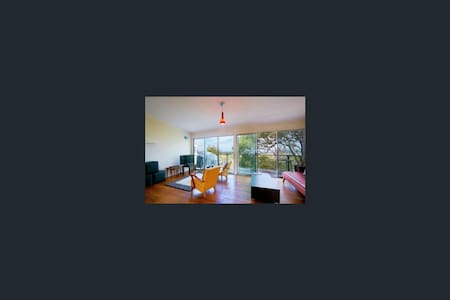 Direct Beach Front Access!! Minutes from Noosa! - Haus