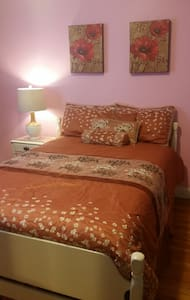 Cozy room.UMASS area.Females Only. - Lakás