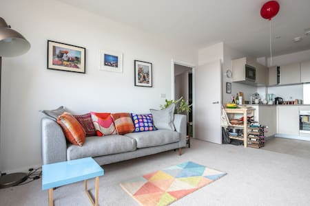 Peaceful, bright double room in modern flat - London - Apartment