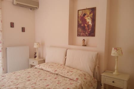 Cosy Apt. 5min to the port of Piraeus. - Pireas - Appartement
