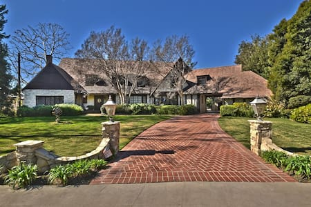 Toluca Lake Manor - House