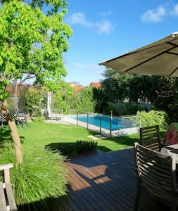 Californian bungalow with big yard and heated pool - Wembley