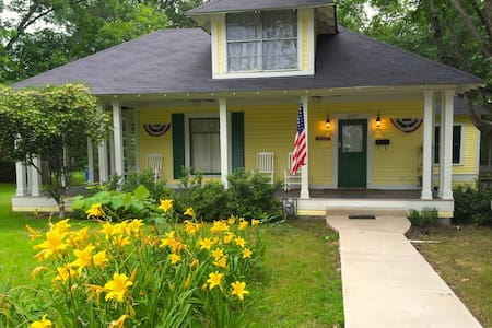 Brooks House Graham Suite - Mineola - Bed & Breakfast