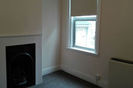 Large double room Strood Rochester - House