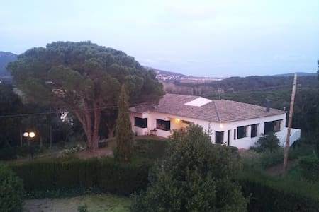 Perfect located Spanish family home - Santa Maria de Solius - Villa