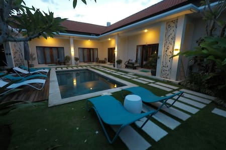Single Bed #1 in 5-bed-mixed dorm in dream villa - Kuta Utara - Villa