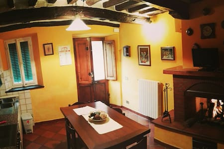 Our small apartment offers our guests the peace of the countryside of Lucca , without suffering the proximity to the city of Lucca ( ​​8km ) , the sea of Versilia ( 24km ) and mountains with the Apuan .  Fully furnished!
