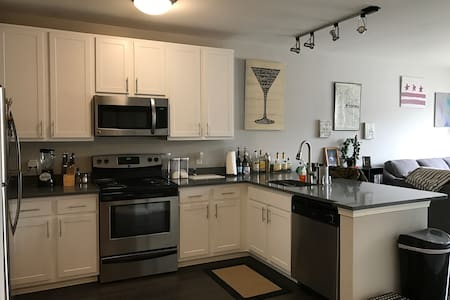 Brand New Luxury DC Apartment - Adjacent to Metro - Apartamento
