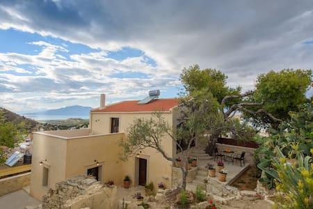 Villa Ploumi - Huvila