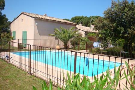 Appartement dans villa familiale avec piscine - Vidauban - House
