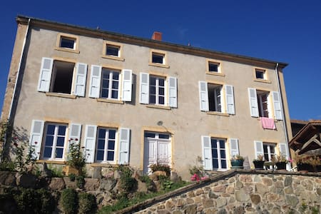 Les hirondelles, Bed and Breakfast - Saint Jean Saint Maurice - House