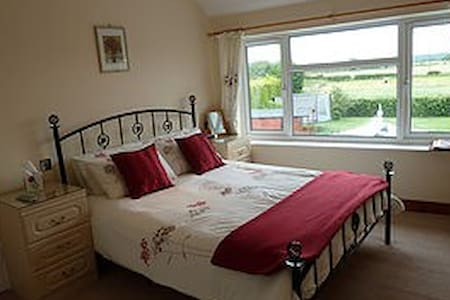 Clean comfortable B&B between York and Scarborough - Bed & Breakfast