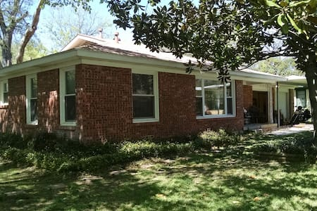 New Listing! Spacious & comfortable - Richland Hills - Rumah