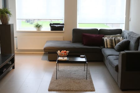 Modern room in Amsterdam West - Huoneisto