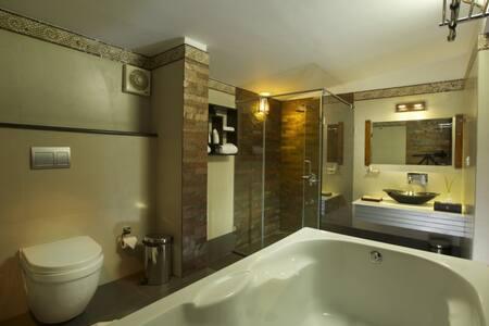 El Oceano Honeymoon Suite @ Marari - Bed & Breakfast