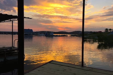 Lake Travis in Your Backyard - Hus