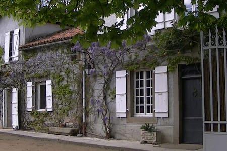 chambre d hote des fontchaudes - Chassenon - Rumah Tamu