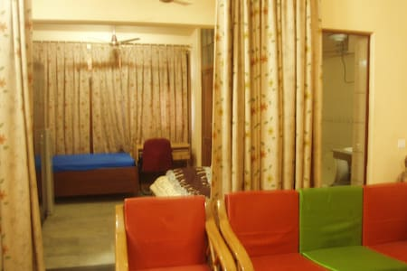 DAILY RENTAL FAMILY APARTMENT/ SUITE- SOUTH DELHI - Apartment