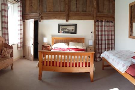 Light, large room in woodland - Somerset - Bed & Breakfast