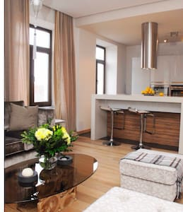 STYLISH APARTMENT IN CITY CENTER/85 - Kaluga - Apartment