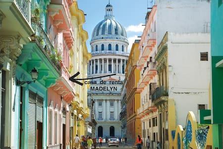 Casa MADELYN Centro Habana - Room Ernest Hemingway - La Habana - Bed & Breakfast