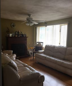 Twin beds in private home in East Providence - Huis