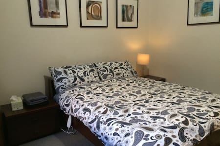 Spacious room next to Parramatta Park - Talo