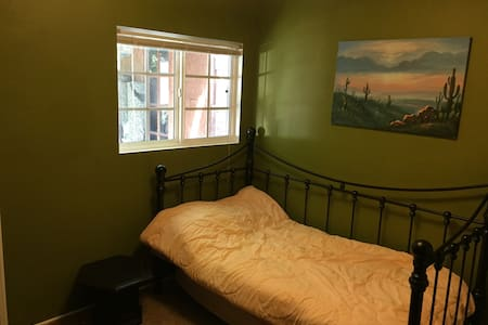 Room with Full Bathroom in OC! - Buena Park - Casa