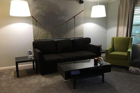 Cozy Williamsburg Apartment - Williamsburg - Pis