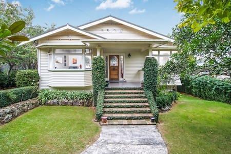 Royal Oak Californian Bungalow *A classy house* - Auckland - Bungalow