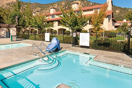 Clear Lake, CA, 2-bedroom penthouse #2 - Apartemen