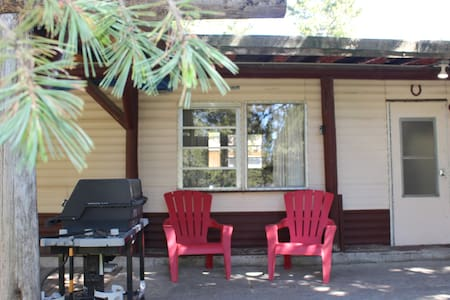 2 Bedroom Home 20 mins. from West Yellowstone WiFi - House