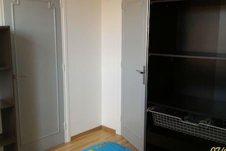 Chambre en grand appartement, tout équipé - Vénissieux - Appartement en résidence
