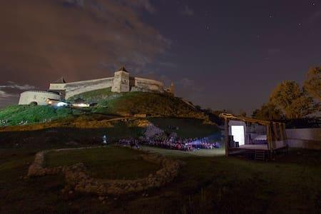 Spend an historical night at the Râșnov Fortress - Râșnov