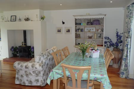 Boxwood Cottage, short stroll into Village - Carlingford