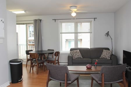 Comfy 1BR by University and Market