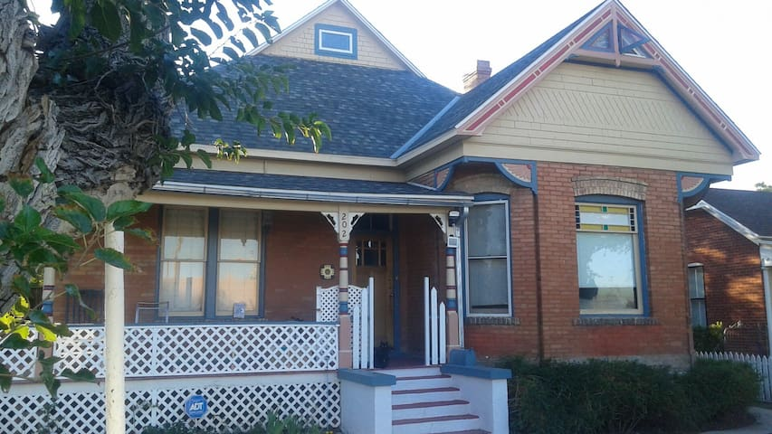 victorian bedroom w private bath houses for rent in albuquerque