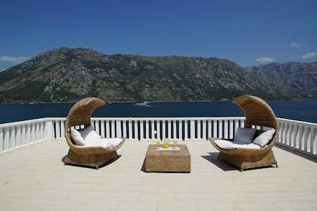 100m2 Penthouse Stoliv Private Jetty Terrace 100m2 - Kotor - Casa
