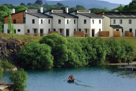 Ballyhass Lakes - 3BR Apartment #16381430
