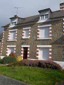 Grande maison avec cour fermée à 4 kms de la mer - Apartment