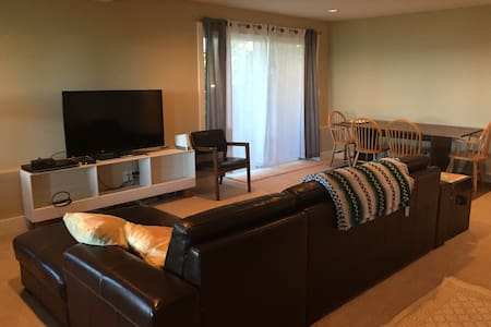 South Kirkland Lower Level 2 BR apt. - Appartamento