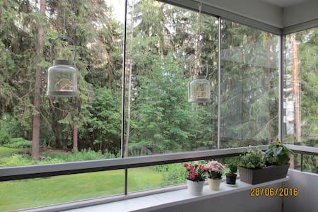 Rauhallinen huone, suihku ja aamupala - Selveierleilighet