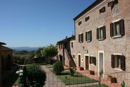 Fattoria Le Chianacce - Il Balzo, sleeps 4 guests - Cortona - Villa