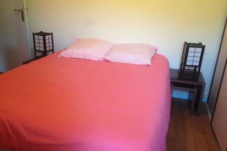 chambre dans appartement calme proche Agen - Lägenhet