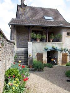 Gîte familial dans le clunisois - Saint-Gengoux-le-National - Dům